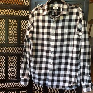 Old Navy black & white checkered long sleeve shirt
